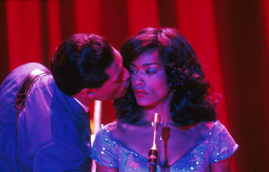 Angela Bassett jako Tina Turner ve filmu What's Love Got to Do with It (1994)