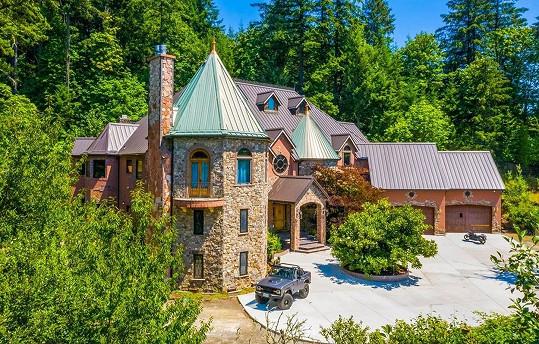 Mia Malkova si za 84 milionů pořídila tento extravagantní palác.