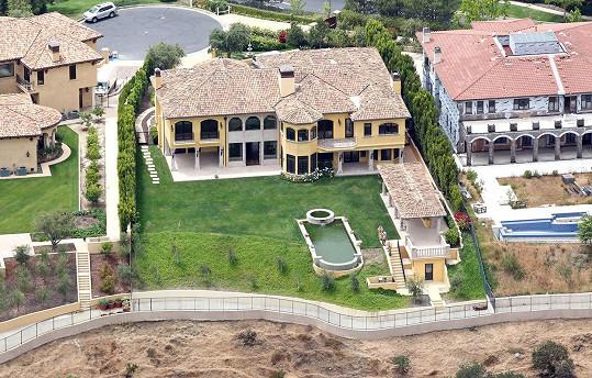 Takto sídlo vypadalo v době, kdy jej Kim a Kanye pořídili.
