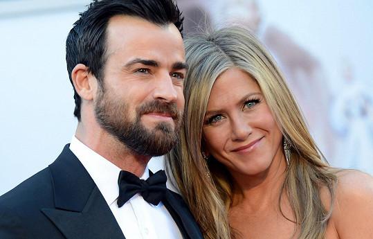 Jennifer a Justin už tvoří manželský pár.