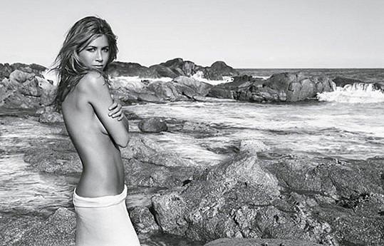 V roce 2010 se svlékla v kampani na parfém.