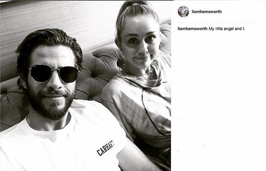 "Nedávno ale Liam zveřejnil na Instagramu černobílý snímek se statusem: ""Můj andílek a já""."