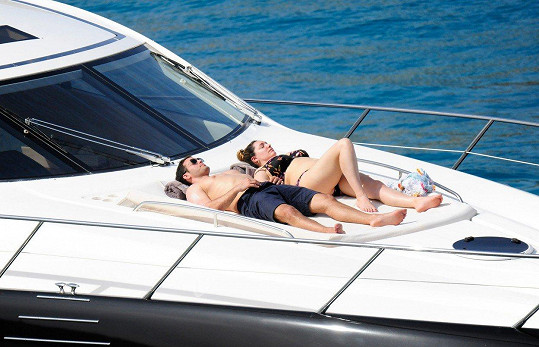 Kelly Brook a Jeremy Parisi relaxovali na jachtě.