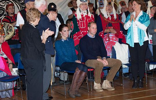 Pár se dočkal i uvítacího ceremoniálu domorodých obyvatel.