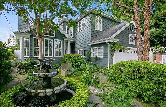 Kirsten Dunst prodala dům v Toluca Lake v Los Angeles.