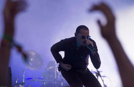 Chester Bennington během koncertu Linkin Park
