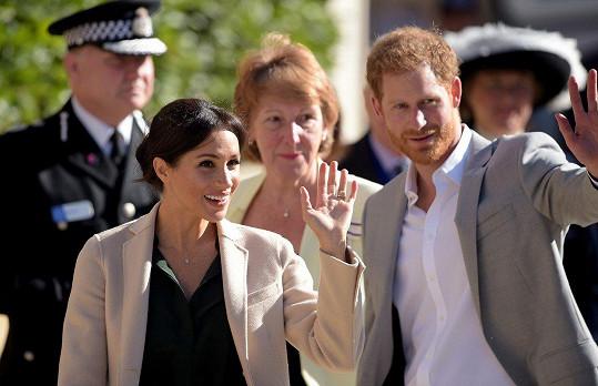 Meghan a Harry nasvštívíli hrabství Sussex.