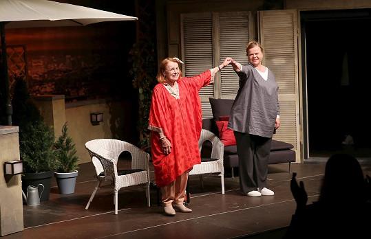 Představení režírovala její dcera Sabina Remundová, která ztvárnila i malou vedlejší roli.