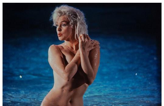 Marilyn Monroe ukončila svůj život v pouhých 36 letech, když se předávkovala drogami. Božská, ovšem problémová herečka letos vydělala přes 175 miliónů korun a umístila se na 13. místě. Její jméno využívá přes 100 značek po celém světě.