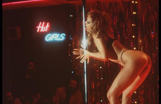 Herečka se díky roli striptérky v Showgirls stala sexsymbolem.