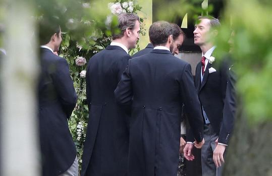 James Matthews jako ženich (vpravo)