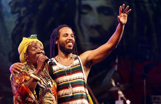 Rita s jejich nejstarším společným synem Davidem (Ziggym) Marleym