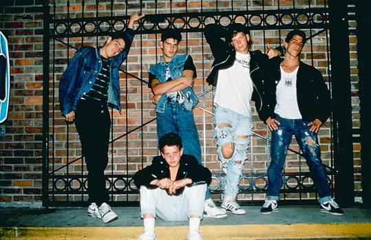 Jonathan (vlevo) v době, kdy jeho kapela odstartovala kariéru.