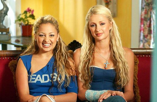 Paris Hilton a Nicole Richie v době, kdy spolu trávily veškerý čas na večírcích.