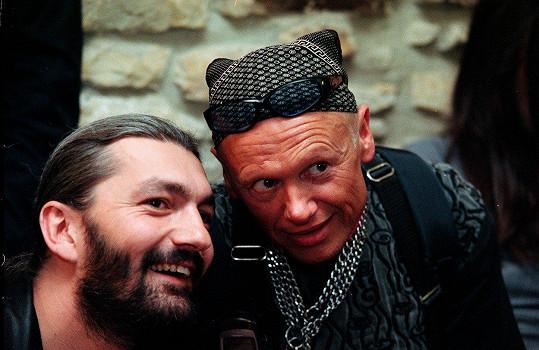 Jiří Korn s muzikálovým kolegou Danem Hůlkou (2000)