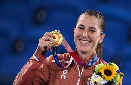 Belinda Bencicová vyhrála na tenisovém olympijském turnaji zlatou medaili, když porazila naši Markétku Vondroušovou.