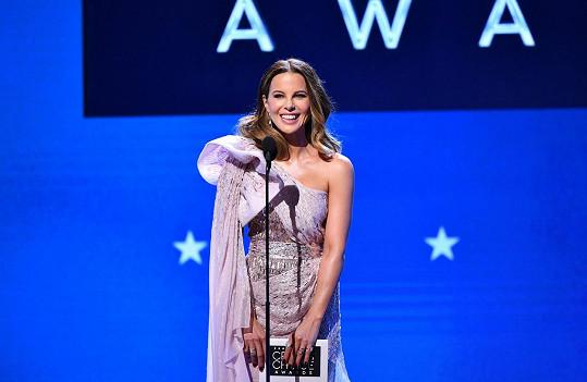 Prezentovala cenu za nejlepší akční snímek.