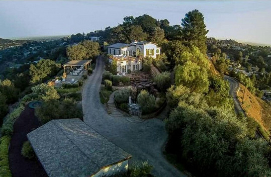 Herec prodává též dům v Hollywoodu.