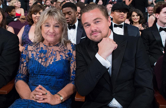 Leonardo na Oscary dorazil s maminkou.