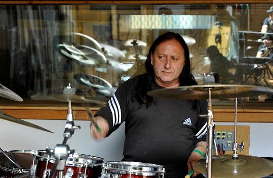 Milanův táta, bubeník Milan Peroutka st., zemřel před čtyřmi lety.