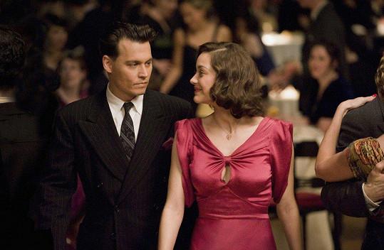 Marion jako partnerka Johnnyho Deppa ve filmu Veřejní nepřátelé (2009)
