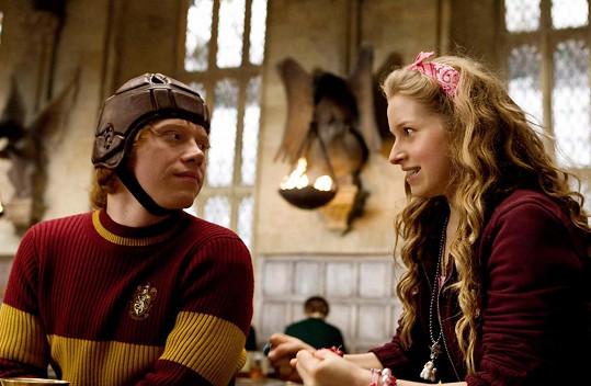 Fanoušci Harryho Pottera ji znají jako kudrnatou Levanduli. Na snímku s Rupertem Grintem