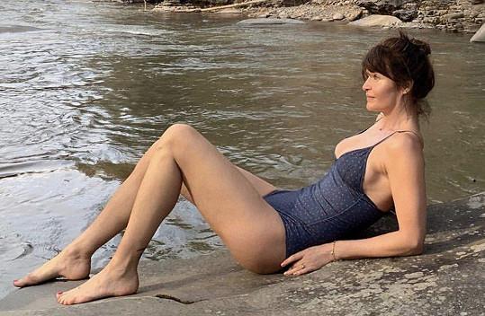Helena Christensen se ukázala v plavkách.