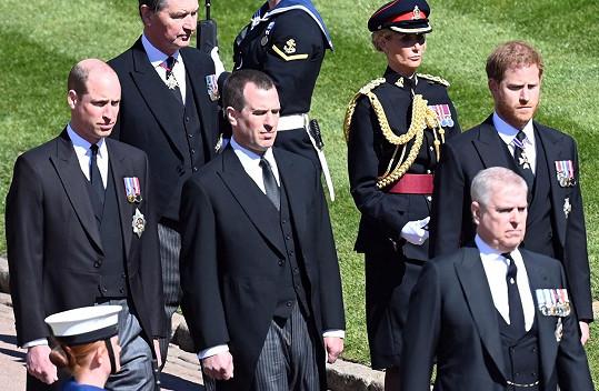 Na přání královny nekráčeli během pohřbu vedle sebe, odděloval je bratranec Peter Phillips.