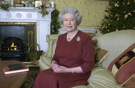 Královna při každoročním vánočním projevu, fotografie z roku 2000