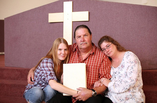 Thom Miller se svými manželkami