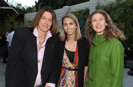 Zpěvaččinou partnerkou je režisérka Gigi Gaston (vlevo).