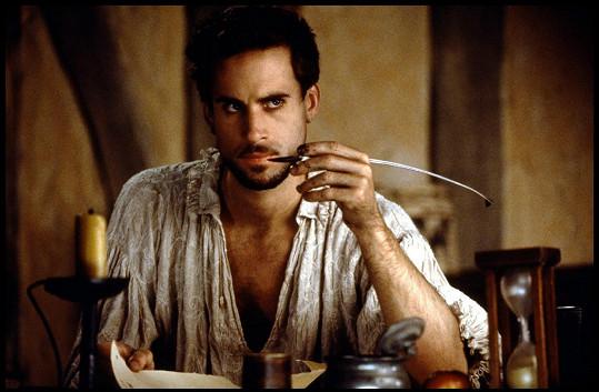 Joseph Fiennes jako slavný dramatik ve filmu Zamilovaný Shakespeare