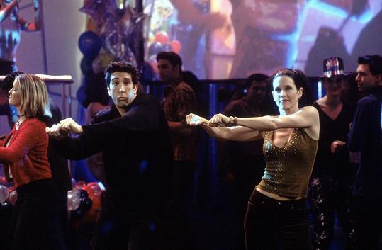 Sourozenecký taneček Moniky a Rosse je legendární.