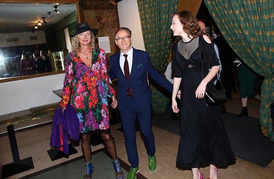 Ondřej Havelka s manželkou a dcerou v Lucerně na premiéře svého debutu Hastrman