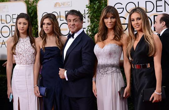 Na červeném koberci Sylvestera a jeho holky nikdo nepřehlédl.