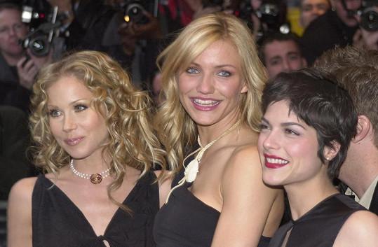 Roztroušenou sklerózu diagnostikovali i Christině Applegate (vlevo). Na snímku s Cameron Diaz (uprostřed) a Blair na premiéře filmu Prostě sexy