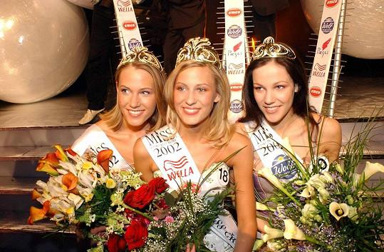 Radka Kocurová s Kateřinou Průšovou a Kateřinou Smržovou (vlevo) po finále Miss ČR 2002