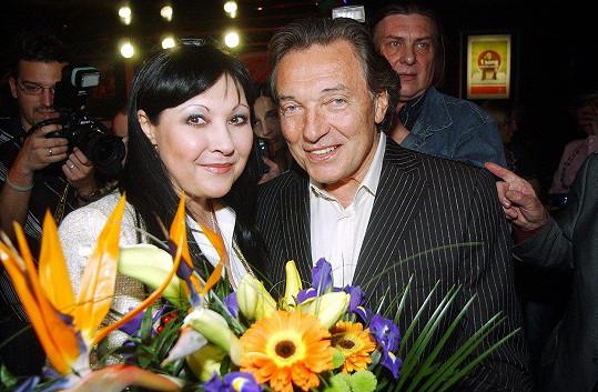 Dáda Patrasová a Karel Gott na archivním snímku