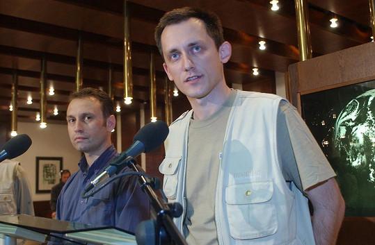 Vít Pohanka (vlevo) s Michalem Kubalem po příletu