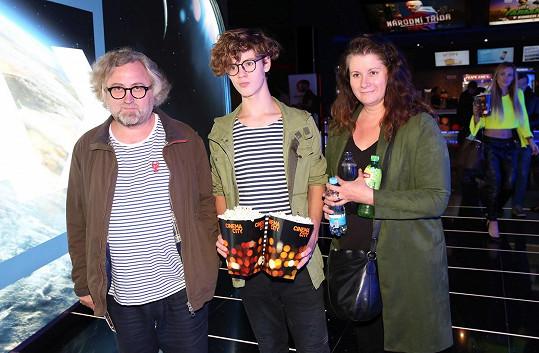 Na premiéru filmu Joker vyrazil režisér s manželkou Lenkou a synem Jonášem.