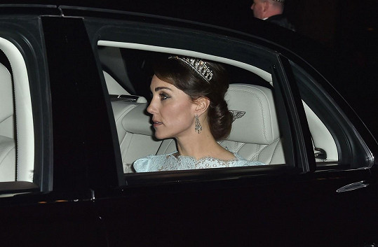 V prosinci se vévodkyně objevila s nejoblíbenější tiárou lady Diany ve vlasech.