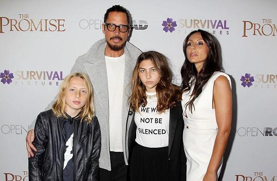V dubnu s celou rodinou zavítal na projekci filmu The Promise.