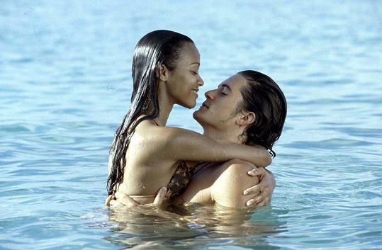 Zoe Saldana si polibky Orlanda Blooma ve Ztraceném ráji neužívala ani omylem.
