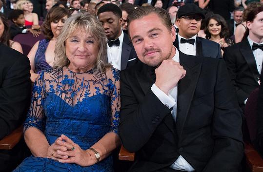 Na ceremoniál Leo zavítal v doprovodu maminky Irmelin.