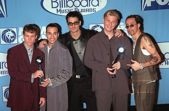 Nick Carter (druhý zprava) v době největší slávy skupiny Backstreet Boys