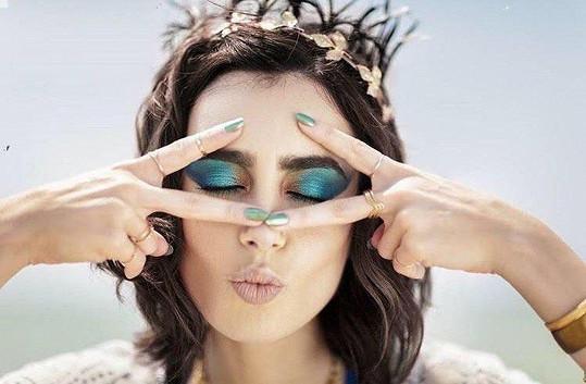 Lily Collins v kampani pro kosmetickou firmu Lancome z tohoto roku.