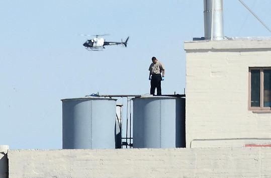 Vyšetřoval na střeše hotelu. V jedné z vodních nádrží bylo v roce 2013 nalezeno tělo jednadvacetileté dívky.