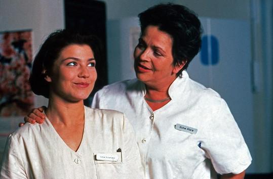 Claudia Schmutzler jako Stephanie s herečkou Walfriede Schmitt alias sestřičkou Klarou