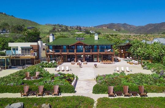 Pierce Brosnan prodává dům v Malibu.