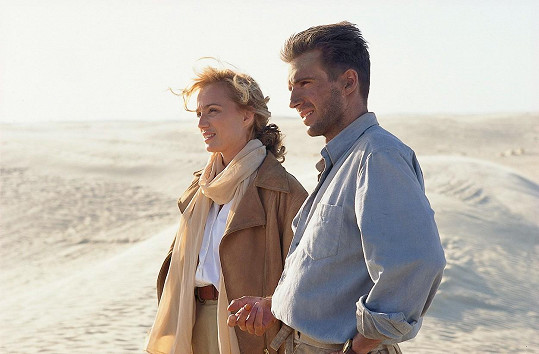 Ralph Fiennes a Kristin Scott Thomas ve filmu Anglický pacient (1996)